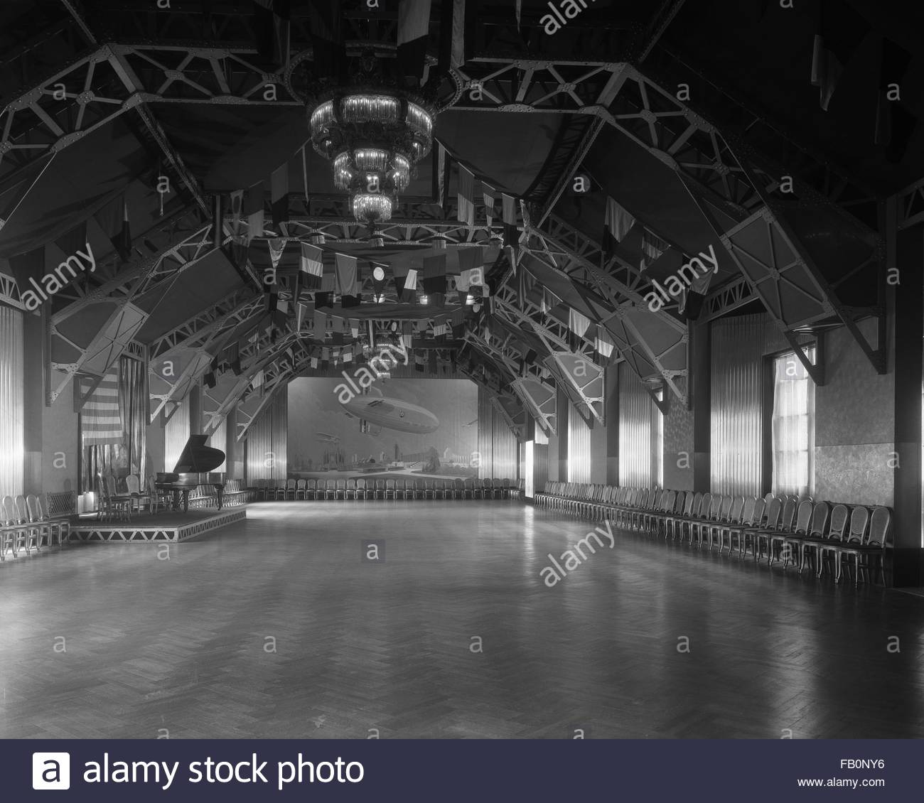 Ballroom at Hotel LaSalle in Chicago (Ill.), 1933. The Hangar, the attic ballroom in Hotel LaSalle, located at LaSalle Stock Photo