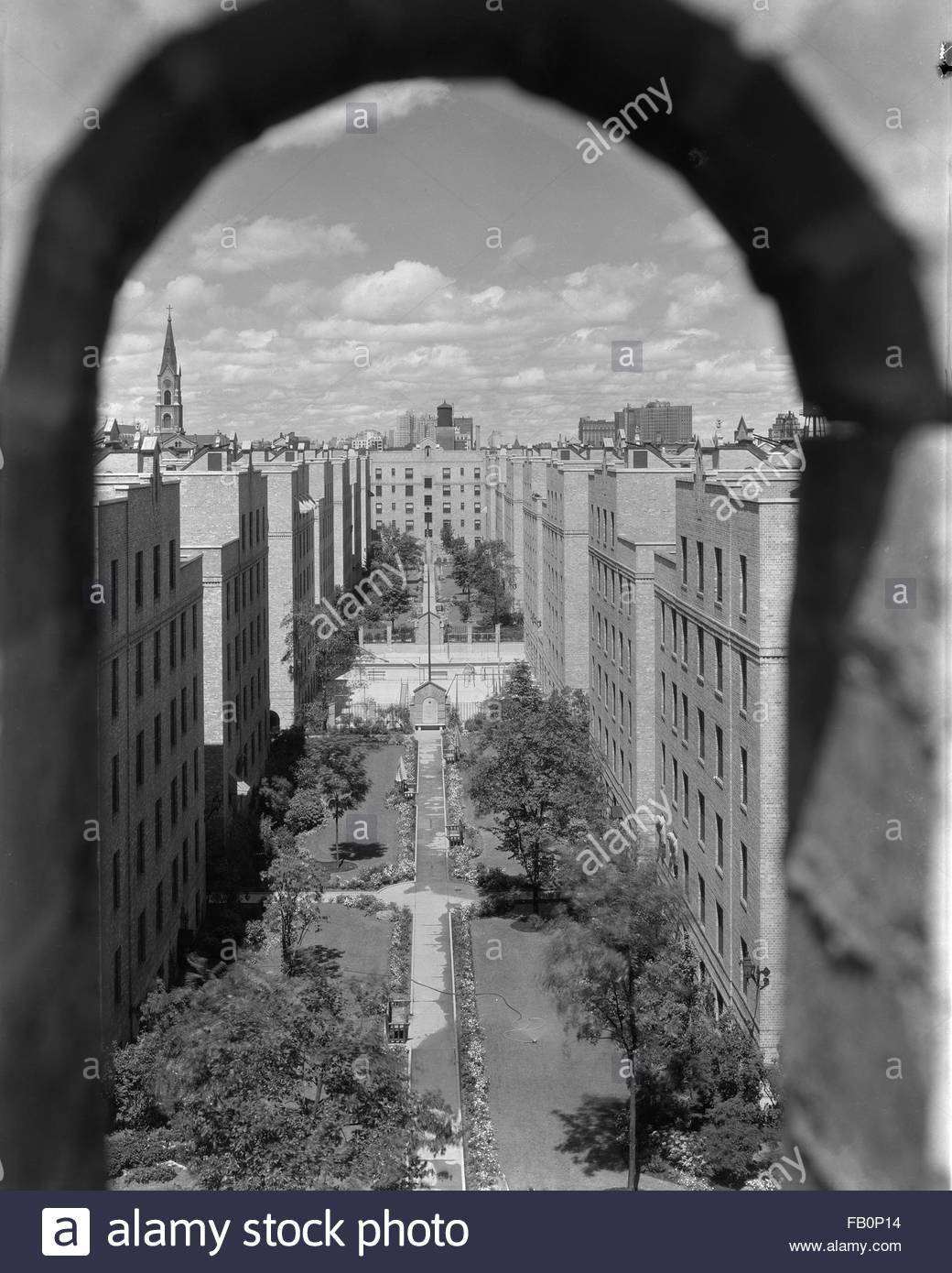 Subsidized housing usa stock photos subsidized housing - Marshall field garden apartments ...