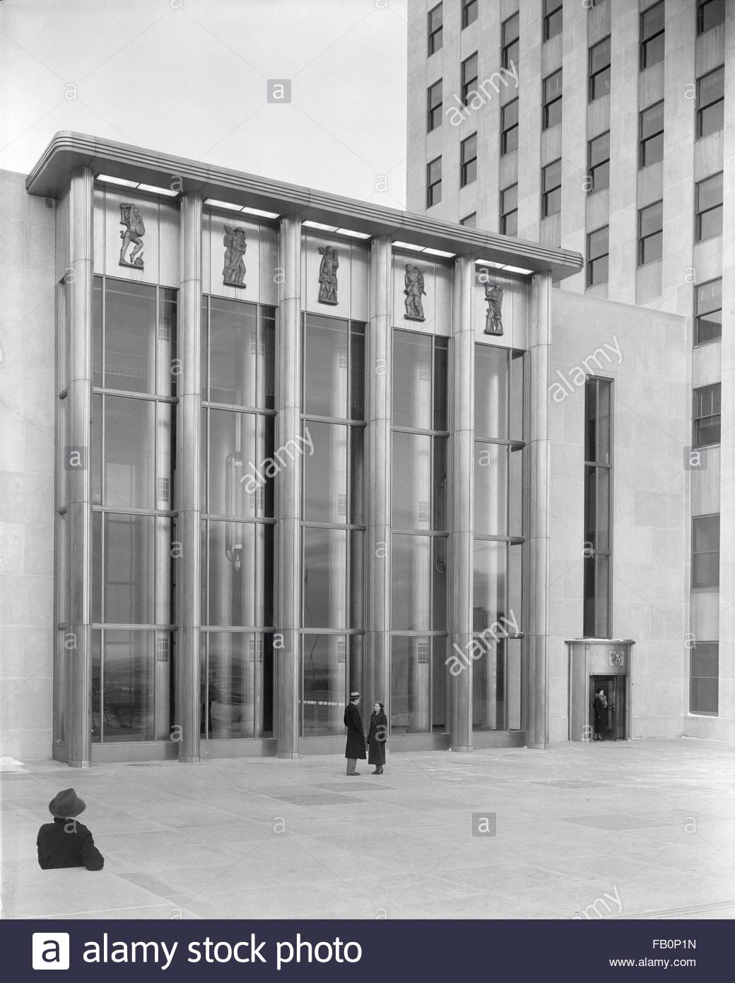 North Dakota State Capitol in Bismarck (N.D.), 1941 Jan. 13. Exterior, building entrance with a few people in the - Stock Image