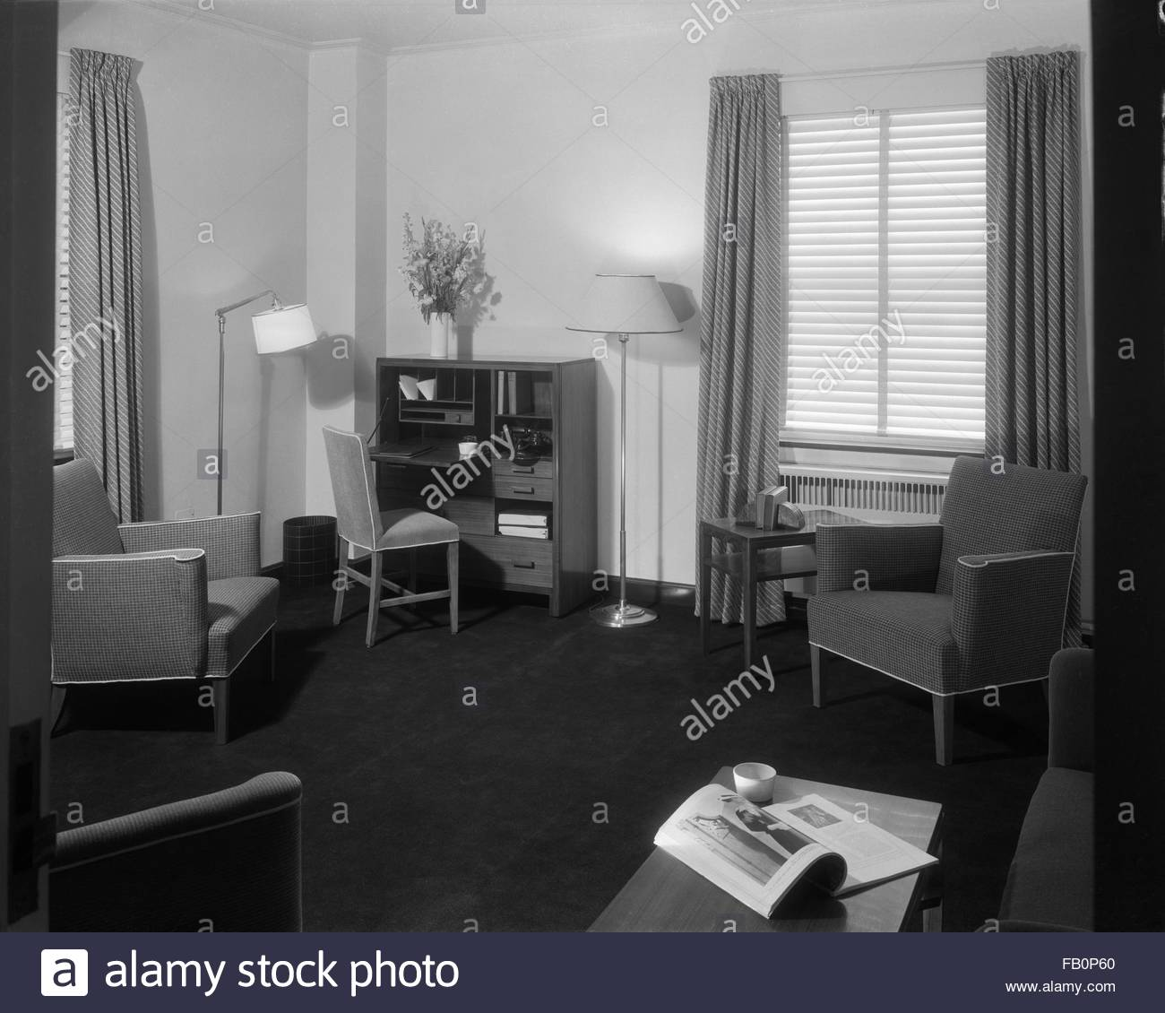 Stevens Hotel rooms in Chicago (Ill.), 1935 Apr.- May. Interior, room with desk, chairs and lamps. - Stock Image