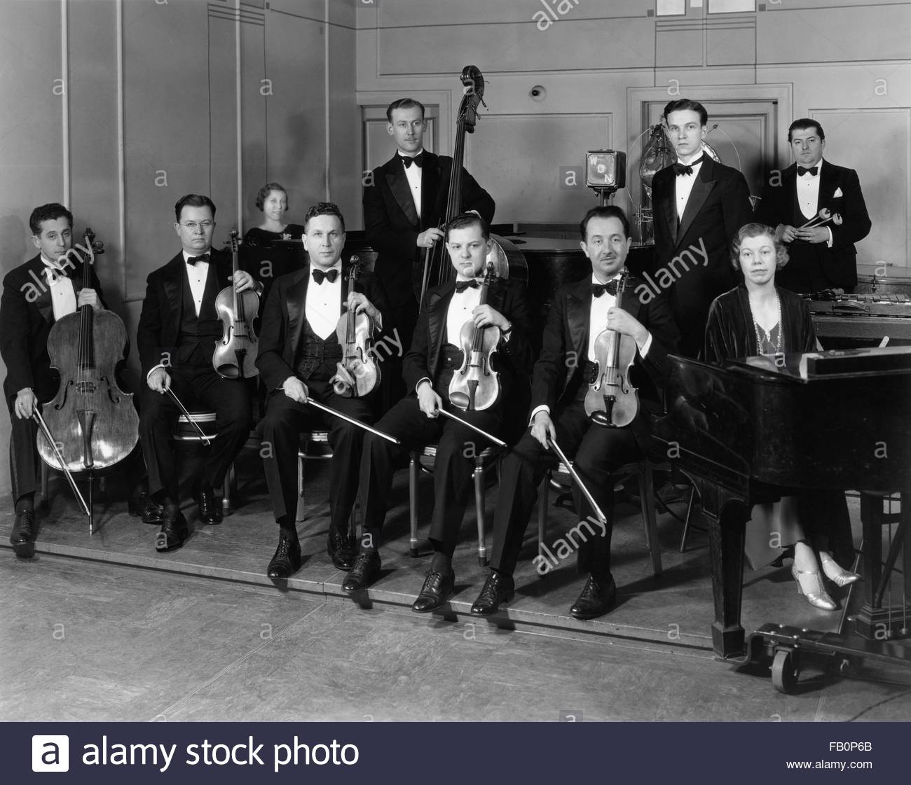 Beverly Theater and other Chicago views, 1935 Aug. 15. Group of musicians. - Stock Image