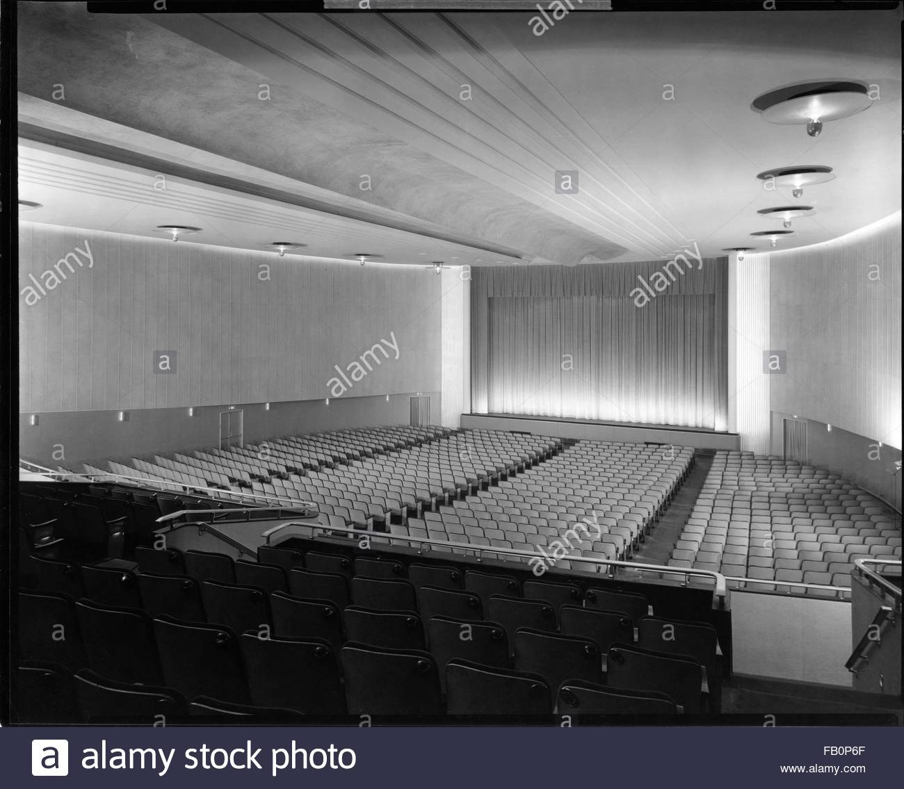 Beverly Theater and other Chicago views, 1935 Aug. 15. Interior, view from the back of the theater toward the stage. - Stock Image