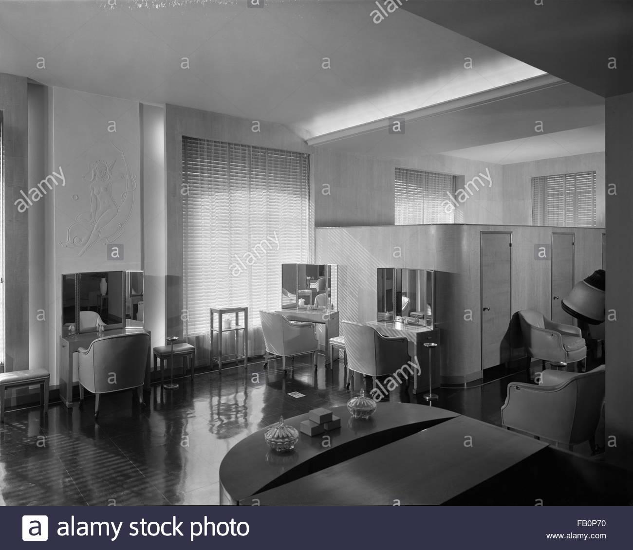 Stevens Hotel in Chicago (Ill.), 1936 Feb. 18. Interior, dressing room. - Stock Image