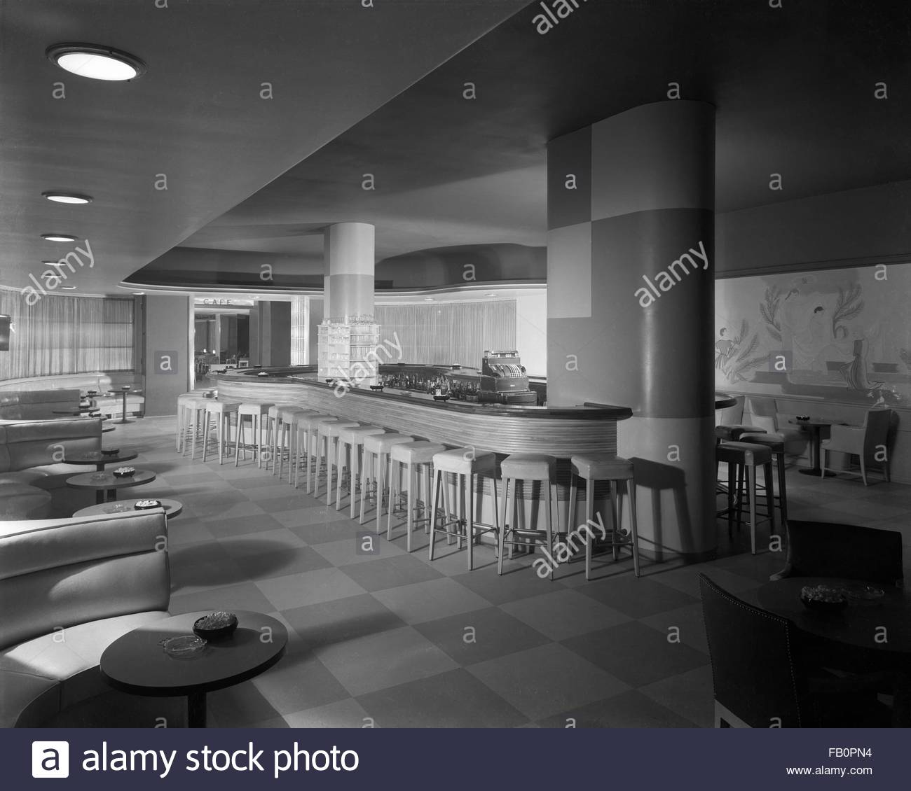 Oval Bar Stock Photos Amp Oval Bar Stock Images Alamy