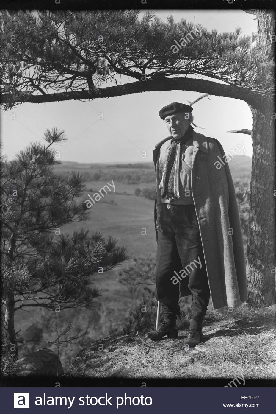 Portraits of Frank Lloyd Wright and others at Taliesin East [graphic], 1937 Dec. Frank Lloyd Wright alone. - Stock Image