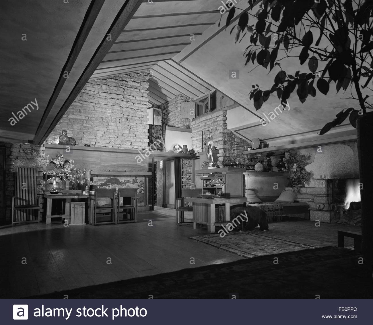 Taliesin East in Spring Green (Wis.), 1937 Dec. Interior, wide view of living room. - Stock Image