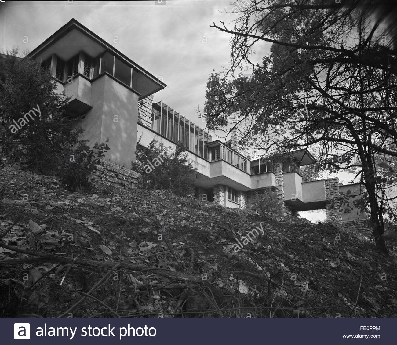 Taliesin East in Spring Green (Wis.), 1937 Dec. exterior, building view from below. - Stock Image