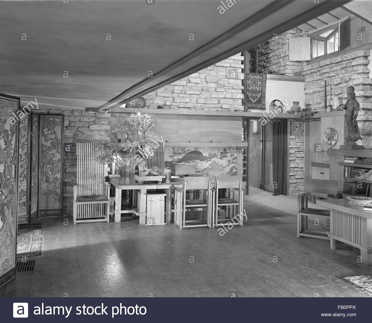 Taliesin East in Spring Green (Wis.), 1937 Dec. Interior sitting area. - Stock Image