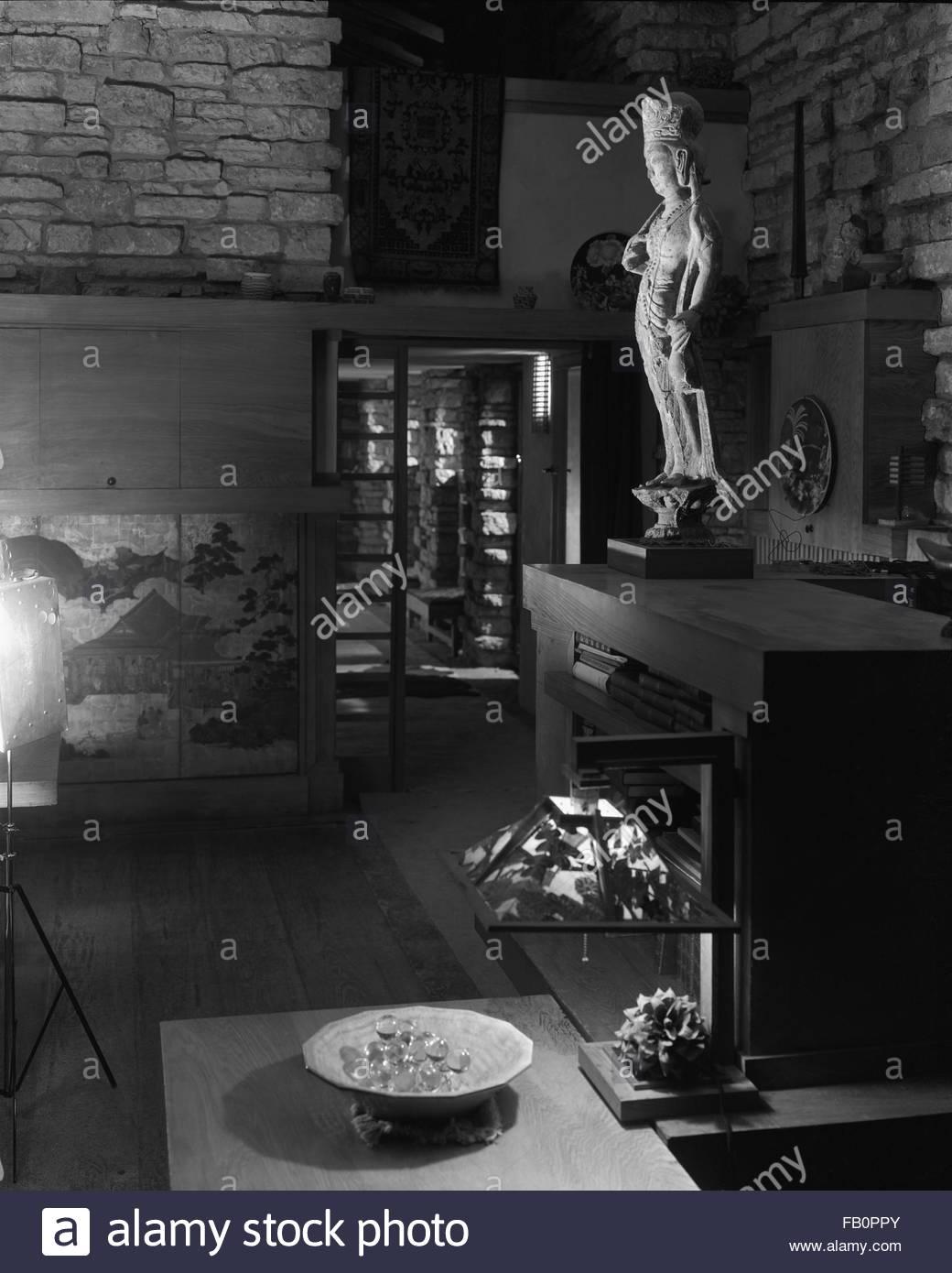 Taliesin East in Spring Green (Wis.), 1937 Dec. Sculpture in living room. - Stock Image