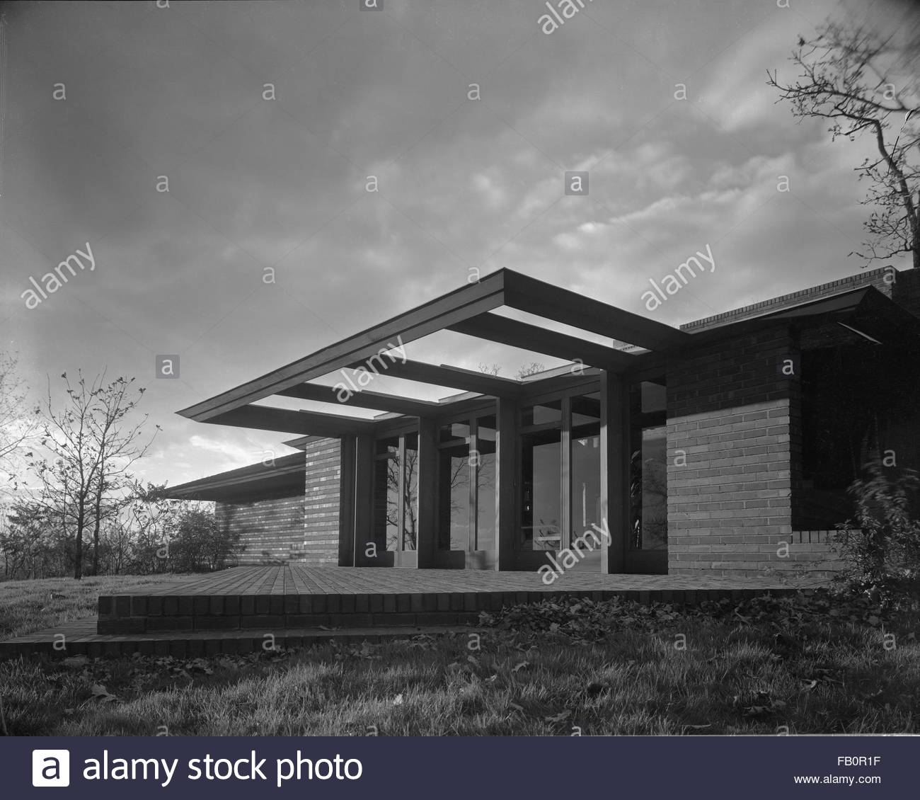 Malcom E. Willey residence in Minneapolis (Minn.), 1937 Dec. Exterior, entry with triangle- shaped patio. - Stock Image