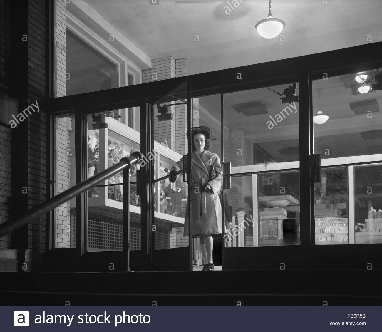 Entrance to Larkin Building in Buffalo (N.Y.) [graphic], 1942 Mar. View of the entrance to the Larkin Building at - Stock Image