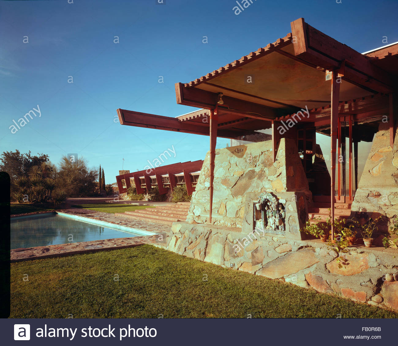 Taliesin West in Scottsdale (Ariz.), 1942 Feb.-1963. Exterior reflecting pool and awning. - Stock Image