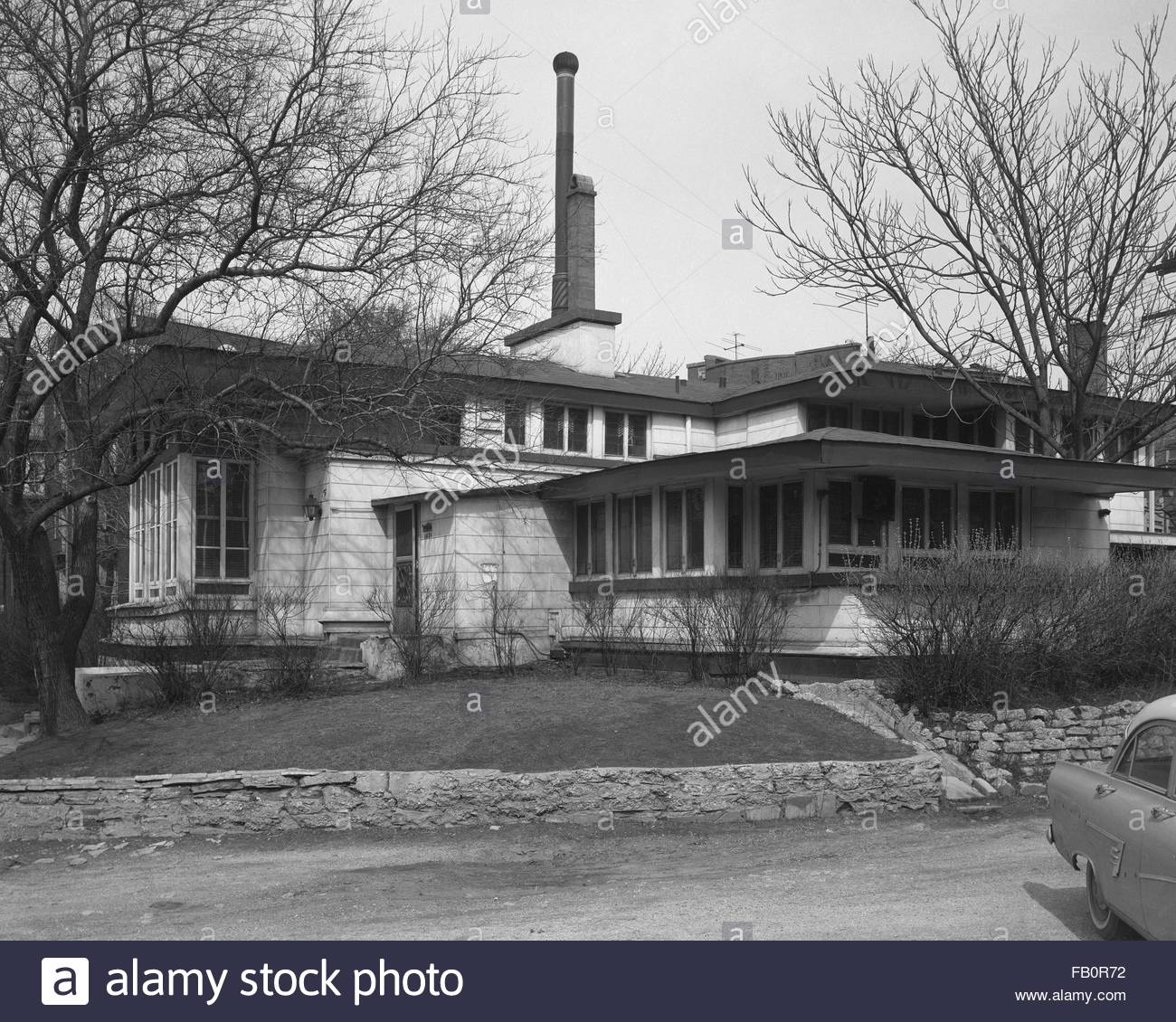 Oscar Steffens residence in Chicago (Ill.), 1963. Angled view of the house from the street. - Stock Image
