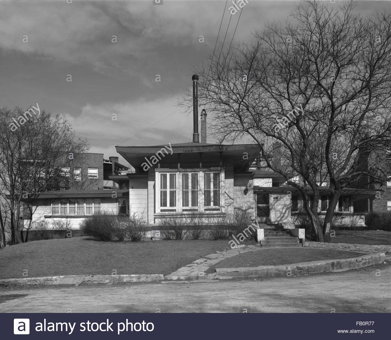 Oscar Steffens residence in Chicago (Ill.), 1963. Front elevation. - Stock Image