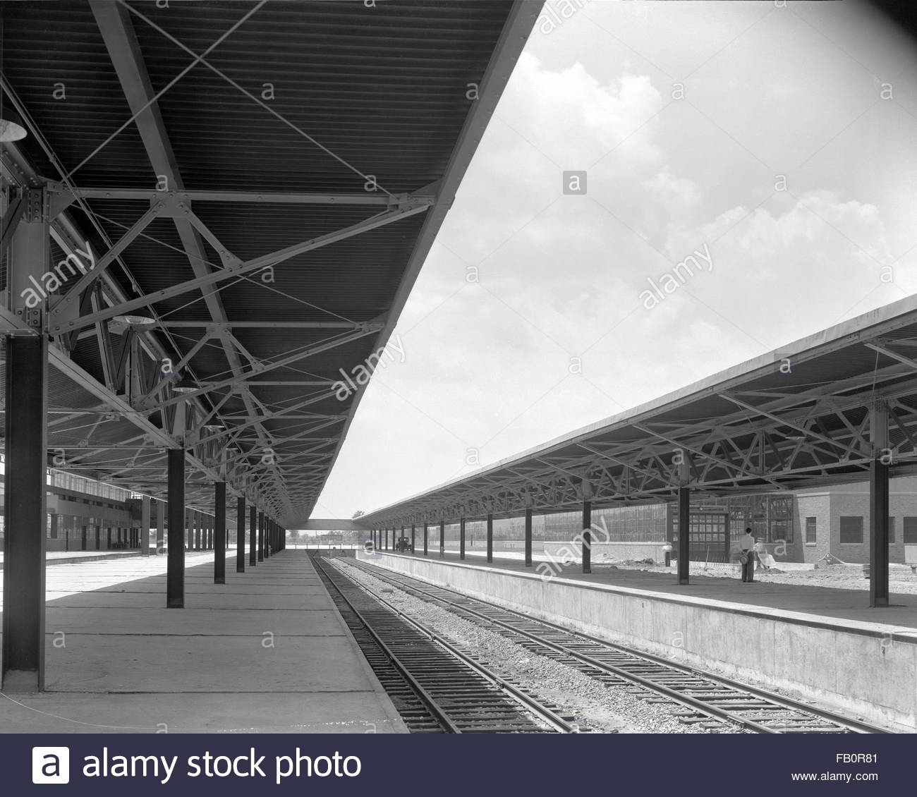 Chrysler half-ton truck plant in Detroit (Mich.), 1938 July 12. Exterior, railroad tracks. - Stock Image