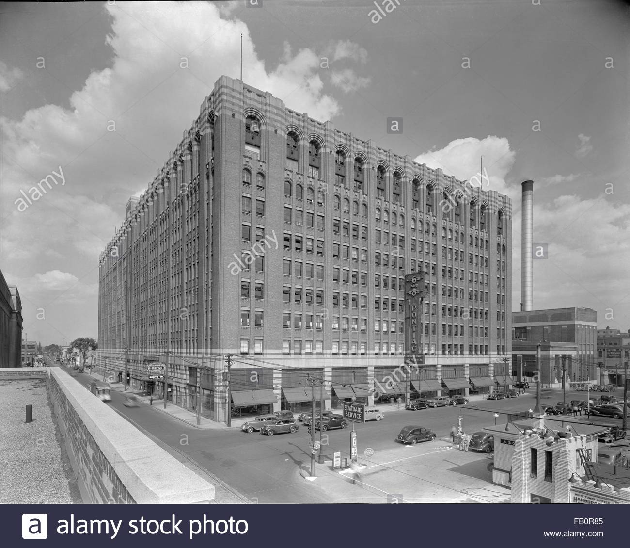 General Motors building in Detroit (Mich.), 1938 July 19. Exterior, 6 and 8 Pontiac building, perspective view. - Stock Image