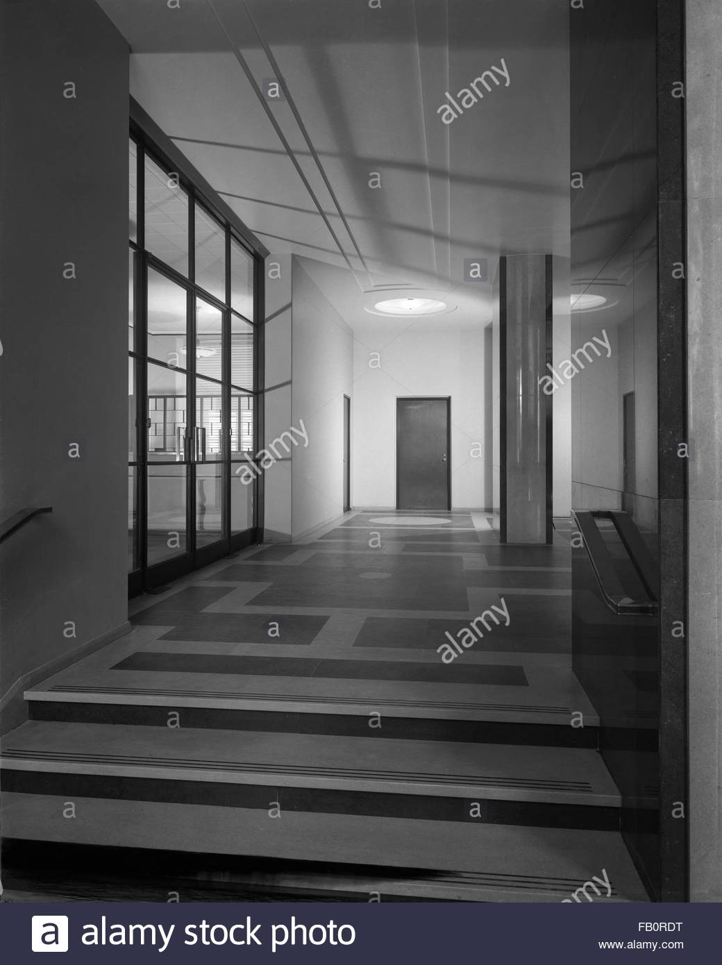 Illinois Bell Telephone building in Springfield (Ill.), 1939 July 17. Interior, corridor with mail shoot letter - Stock Image