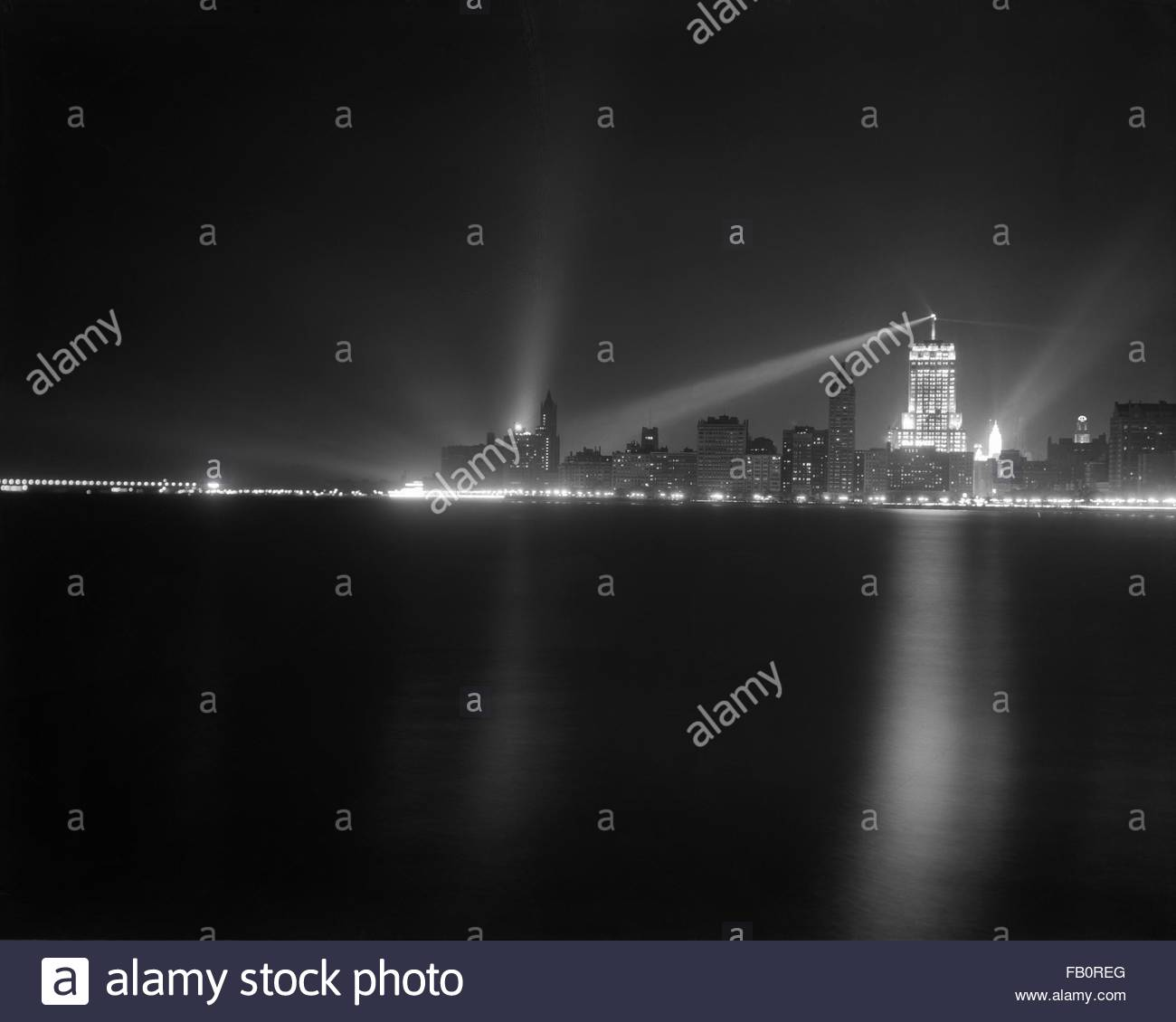 Palmolive Building in Chicago (Ill.), night views, 1939 July 11. Chicago skyline at night. - Stock Image