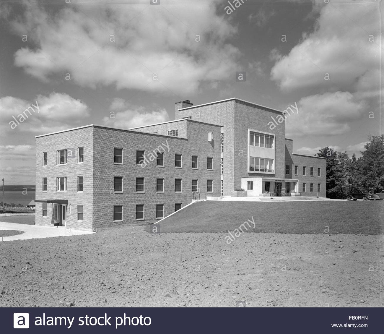 Little Traverse Hospital in Petoskey (Mich.), 1939 Sept. 27. Exterior perspective view - Stock Image