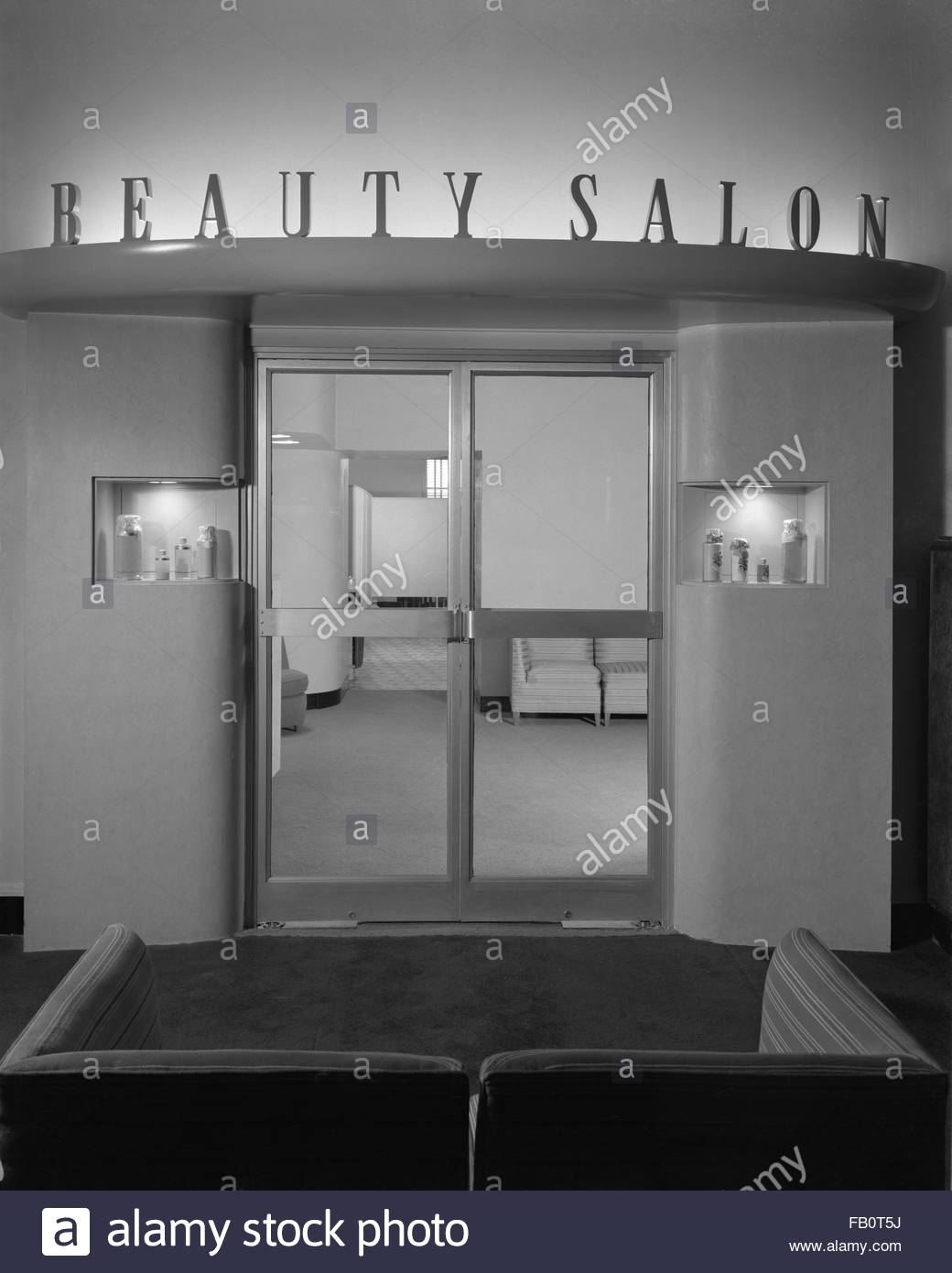 Beauty salon at Marshall Field and Company in Evanston, 1940 Dec. 31. Interior of beauty salon at Marshall Field - Stock Image