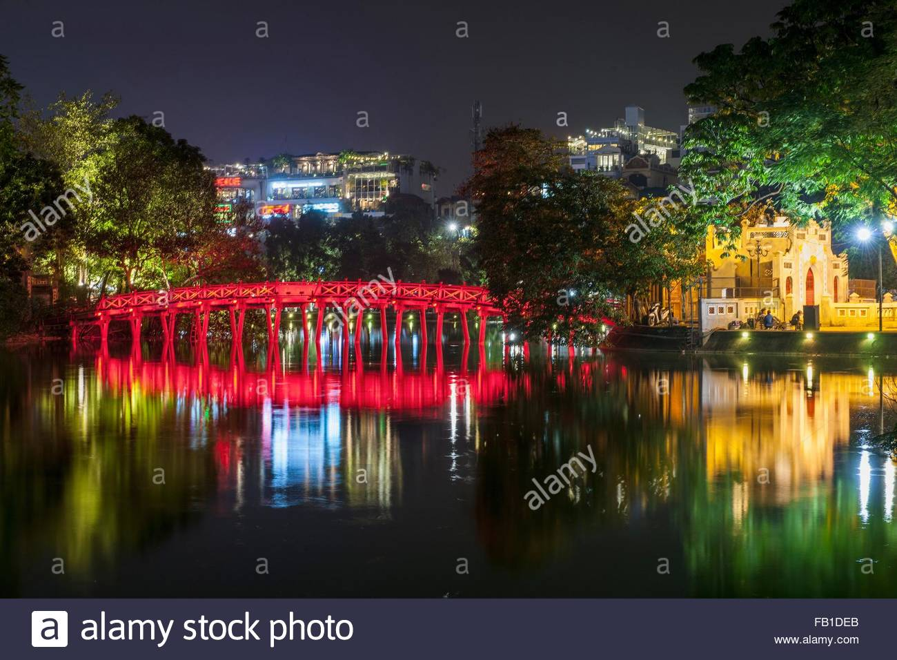 Bridge of the rising Sun on Hoan Kiem Lake at night, Hanoi, Vietnam - Stock Image