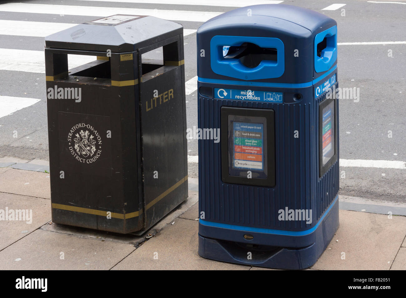 A litter bin and a recycling bin in Stratford upon Avon - Stock Image