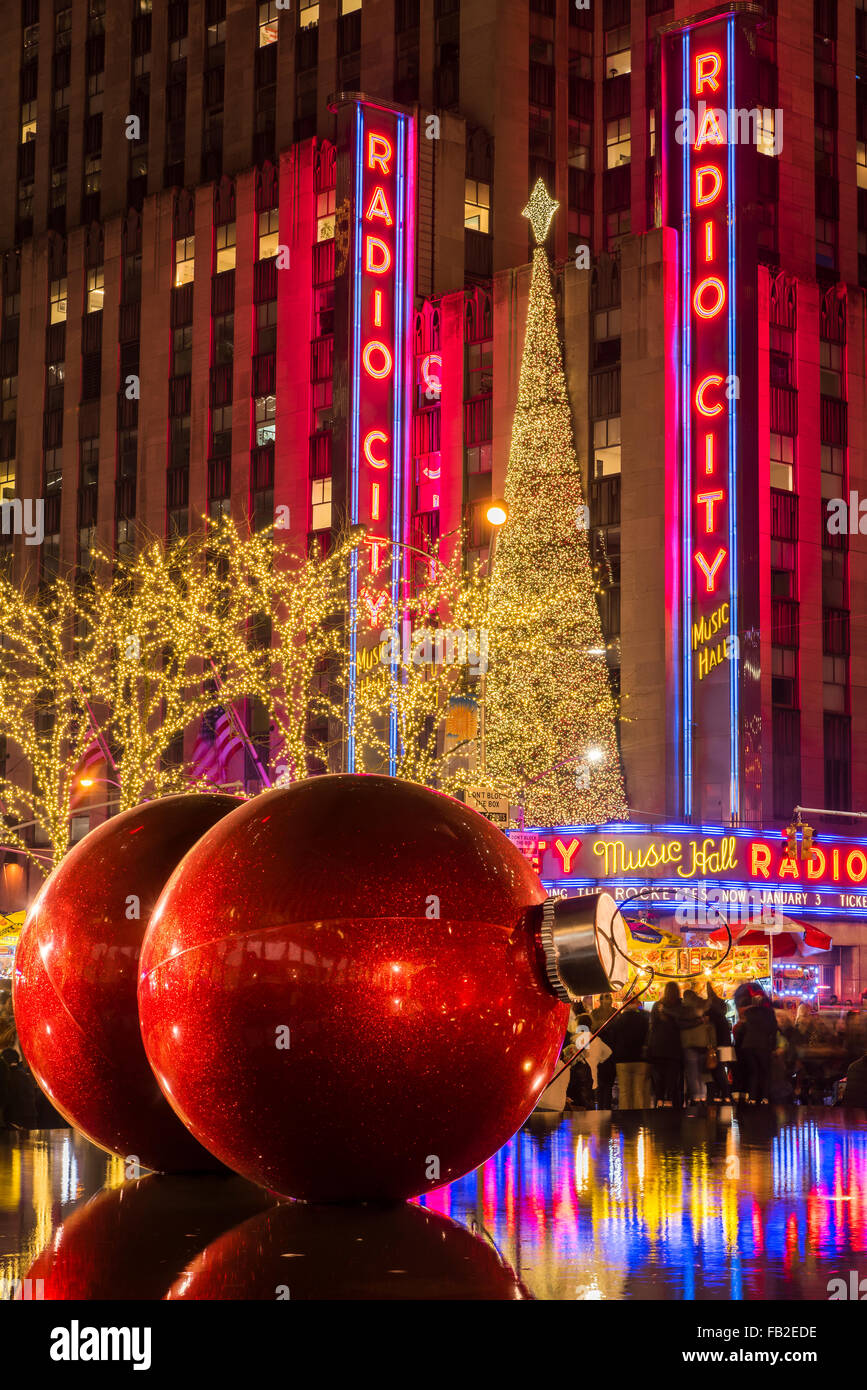 Giant red Christmas ornaments on display on Avenue of Americas (6th ...