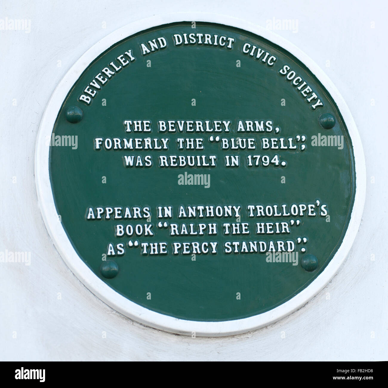 Green plaque at the Beverley Arms Hotel, Beverley, East Riding of Yorkshire, England, UK. Stock Photo