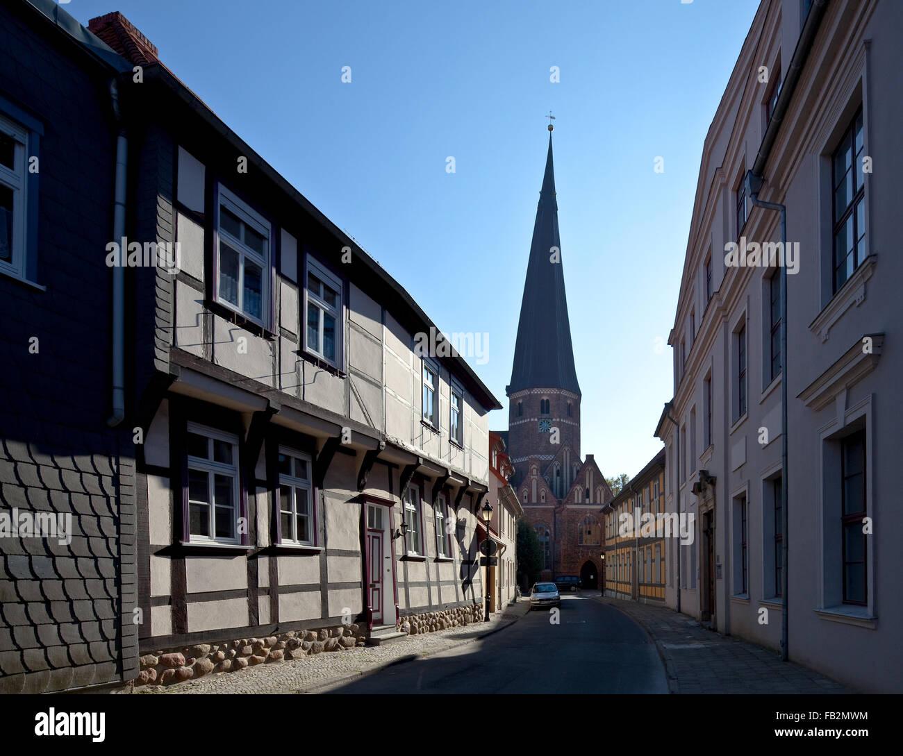 Salzwedel, Jenny-Marx-Straße mit Turm der Marienkirche von Norden - Stock Image