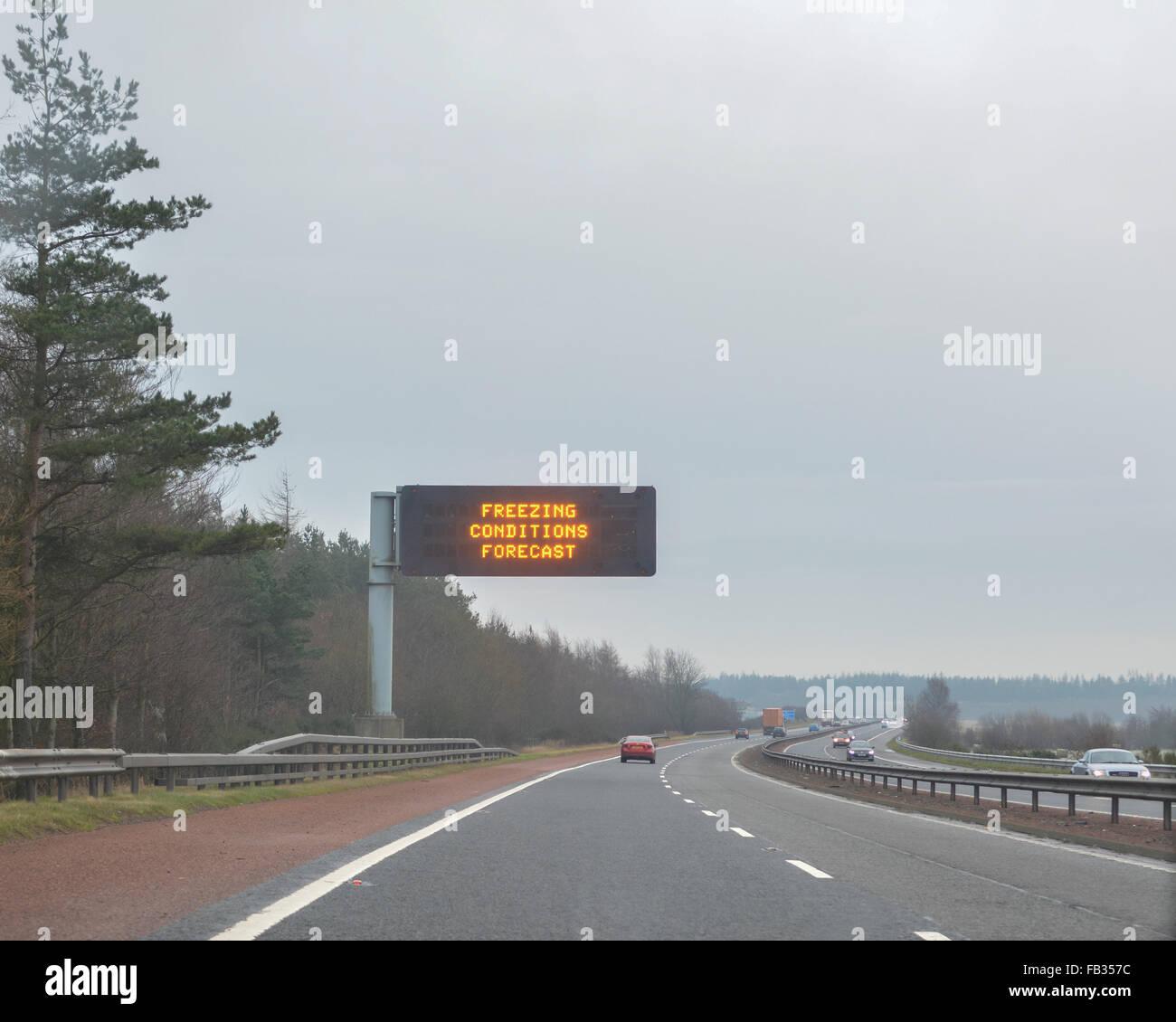 M9 motorway heading eastbound towards Edinburgh - 8 January 2016: UK weather - freezing conditions and snow forecast - Stock Image