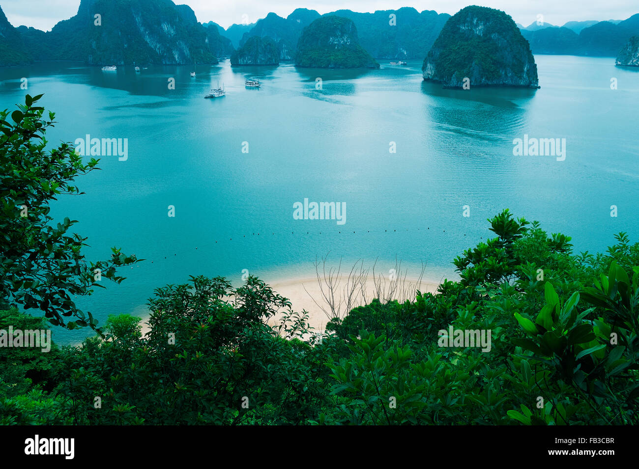 Islands and beach in Halong Bay, Vietnam, Southeast Asia - Stock Image