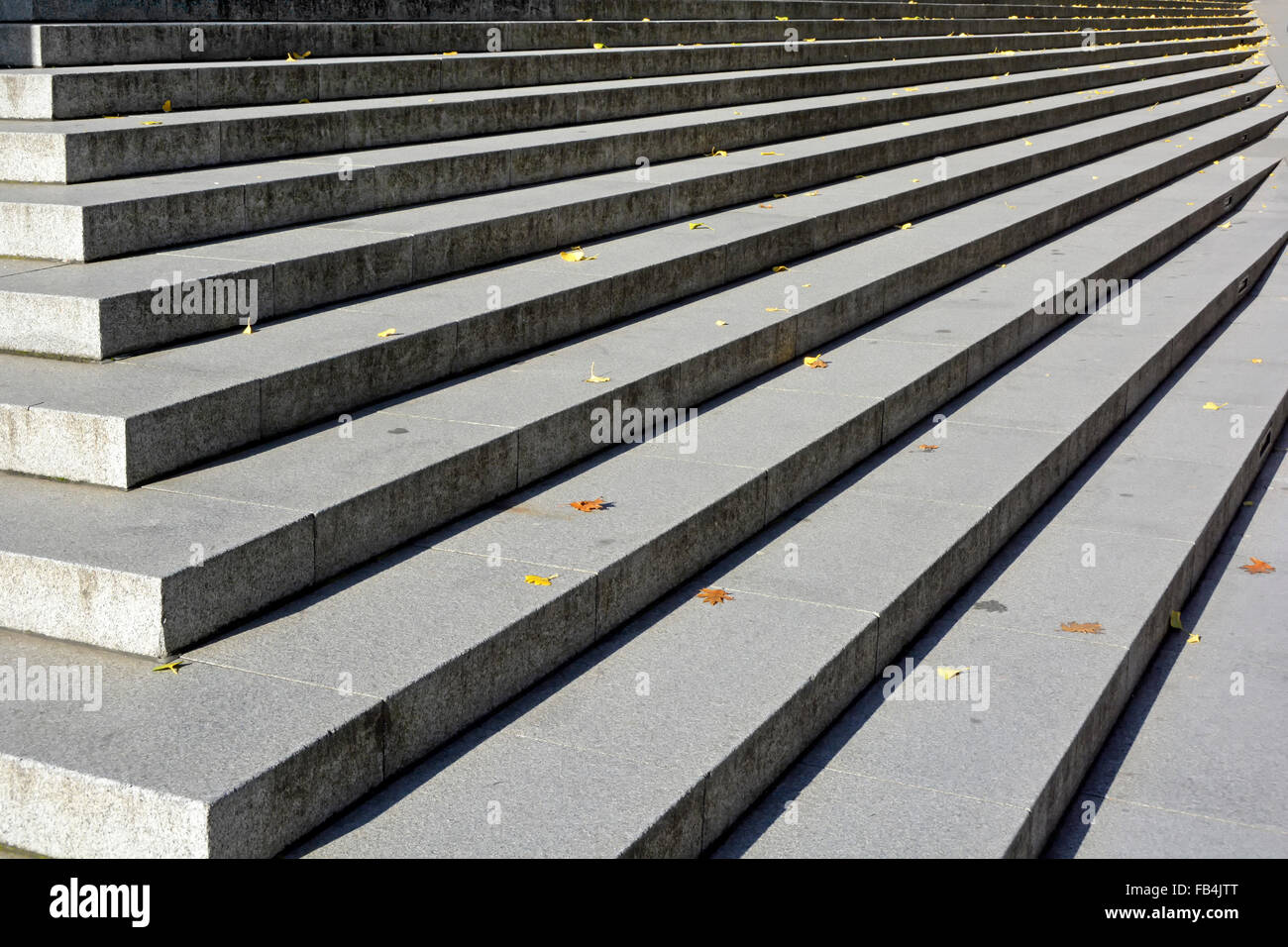 Long straight line of stone steps in the City of London sprinkled with fallen autumn leaves - Stock Image