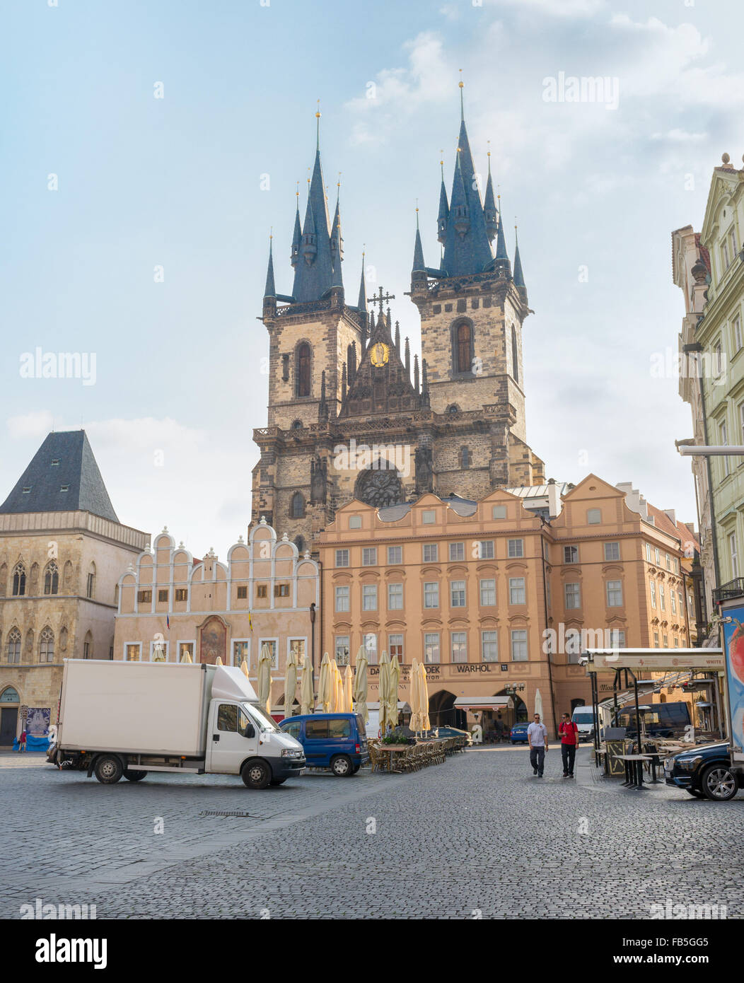 PRAGUE - AUGUST 4: everyday scenes of clock square at dawn, before it is full of people  on august 4,2015 in Prague - Stock Image