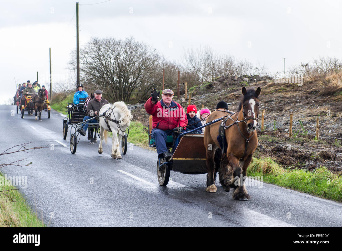 Drimoleague, Ireland. 10th January, 2016. The driver of a sulky waves at the camera during the Drimoleague to Drinagh - Stock Image