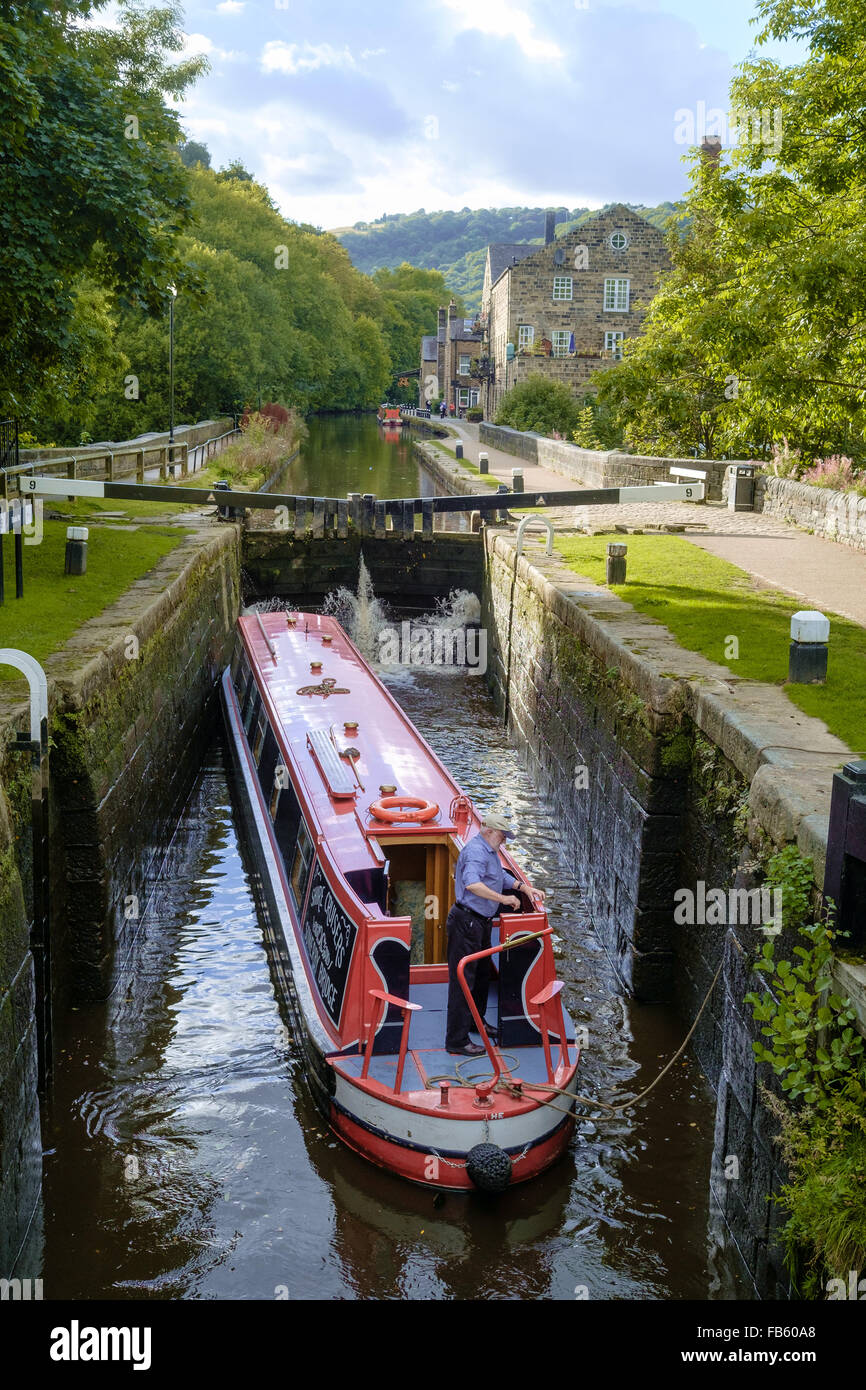Barge in Black Pit Lock in Hebden Bridge, West Yorkshire, England. - Stock Image