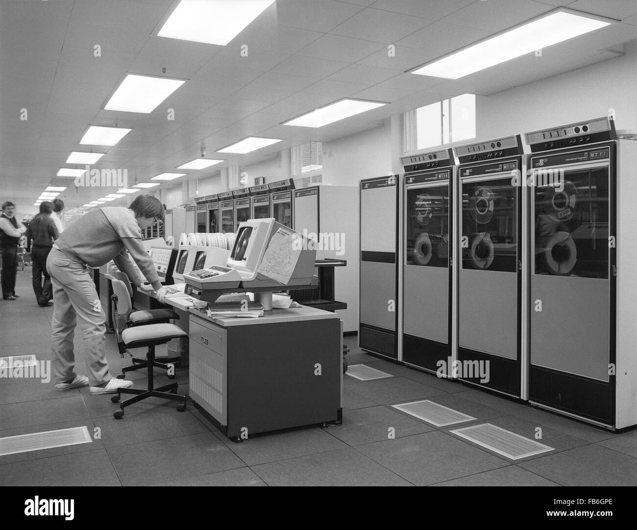 Icl 2900 Series Mainframe Computer Installation And