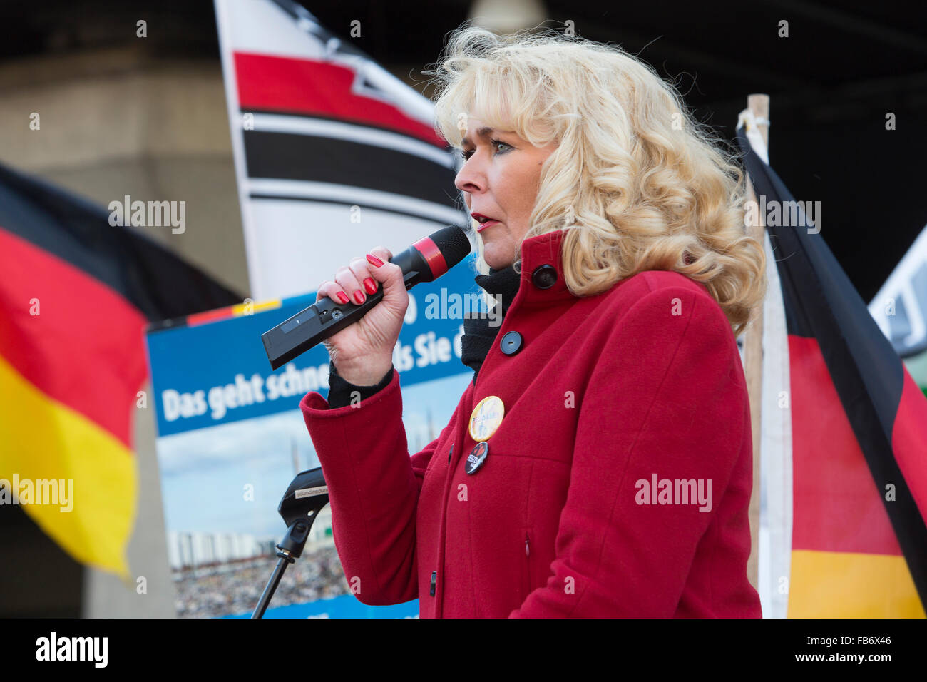 A 'German Woman' speaks at the Pegida manifestation. - Stock Image