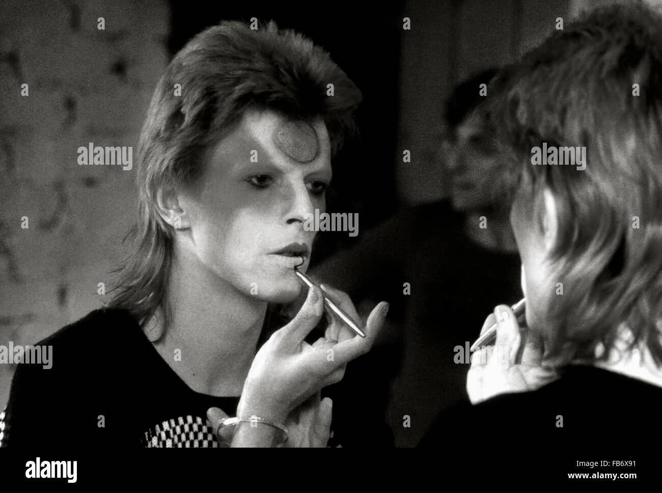 Lewisham, London, England, UK. 22 May 1973. David Bowie applying Ziggy Stardust makeup  in dressing room backstage. - Stock Image