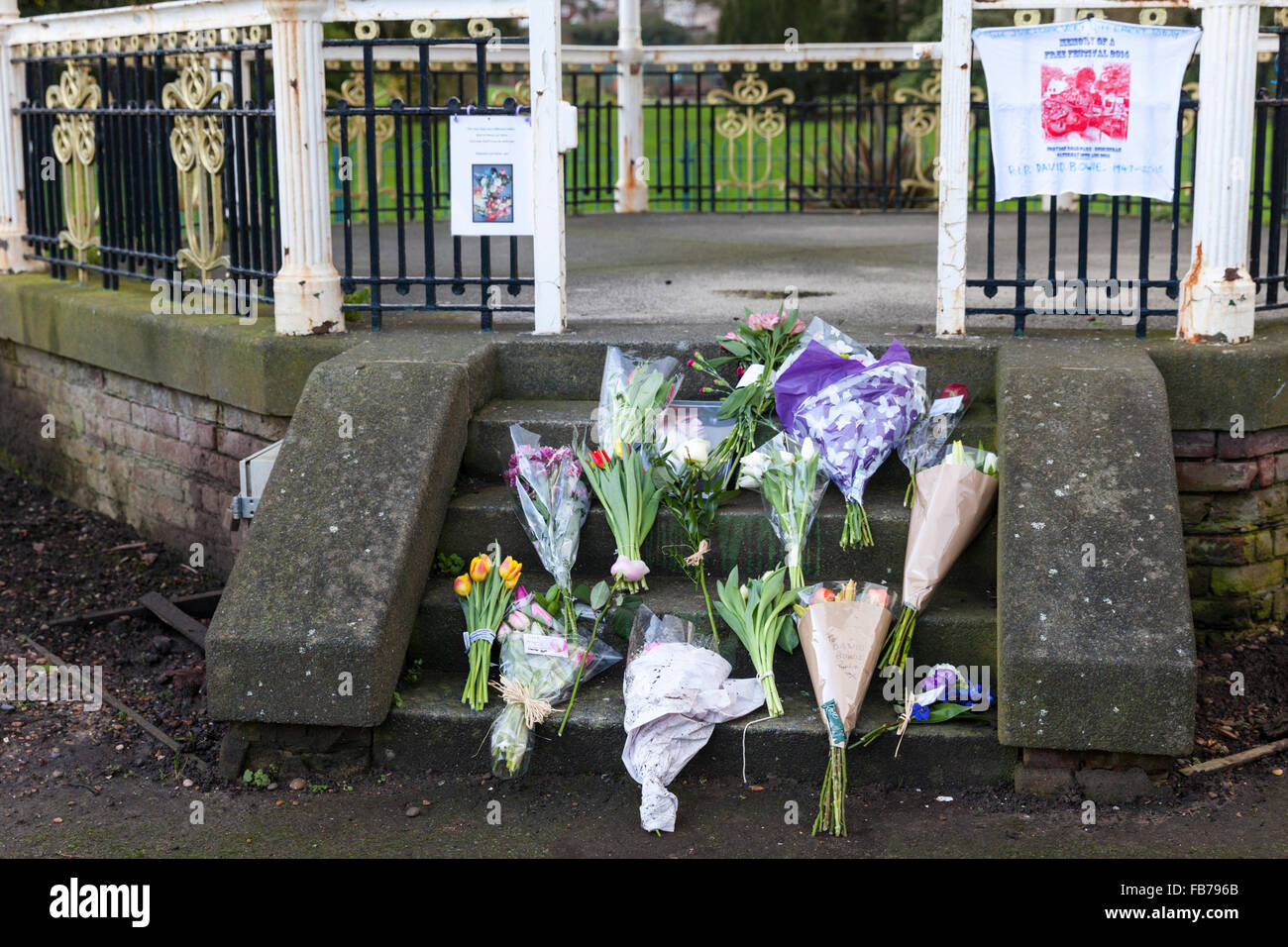 Beckenham, South London, 11th January 2016. Tribute messages  and flowers at the Bandstand at Beckenham Recreation Stock Photo