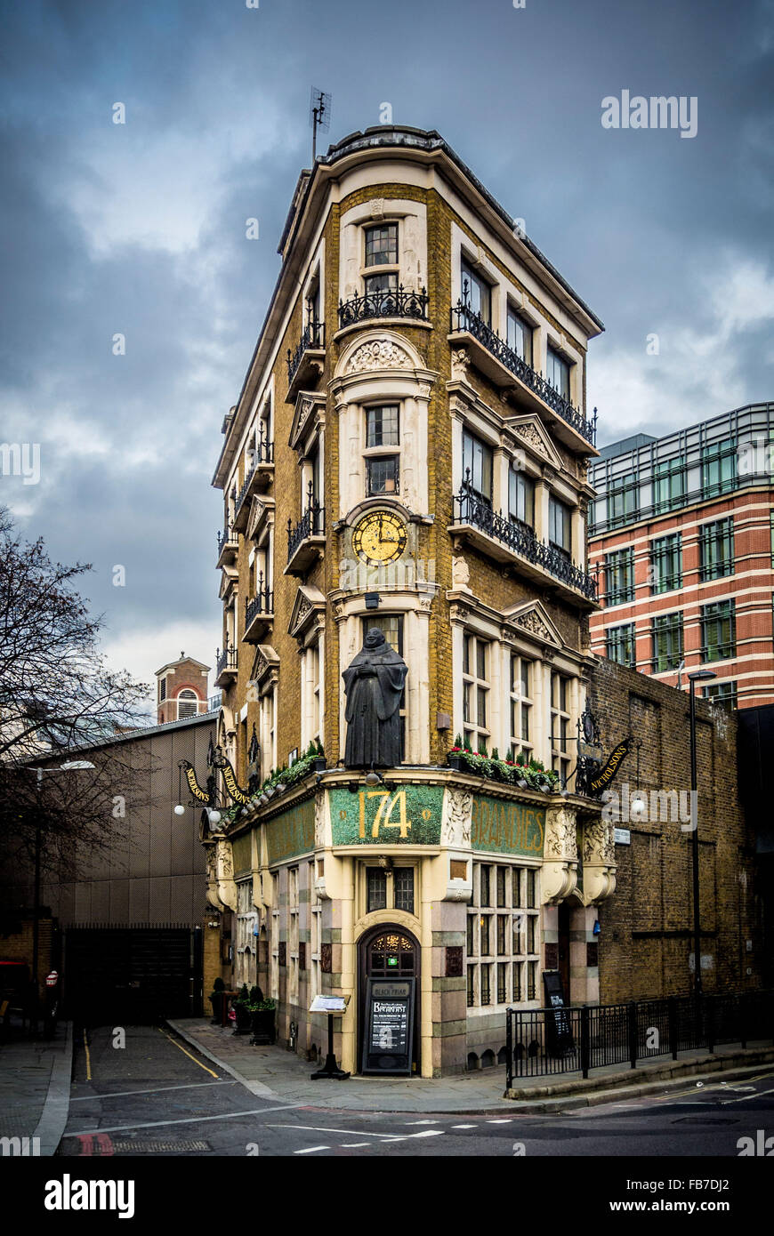 The Black Friar, London, UK. Traditional pub with Henry Poole's Art Nouveau reliefs reflecting the friary that once Stock Photo