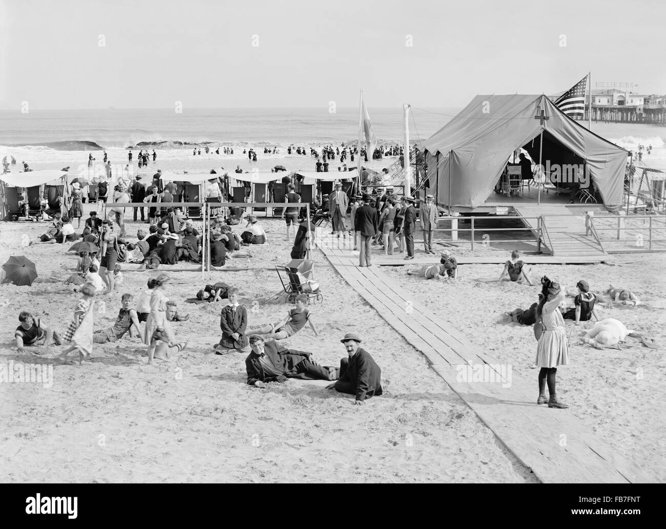 Beach Scene with First Aid Tent, Atlantic City, New Jersey, USA, circa 1910 - Stock Image