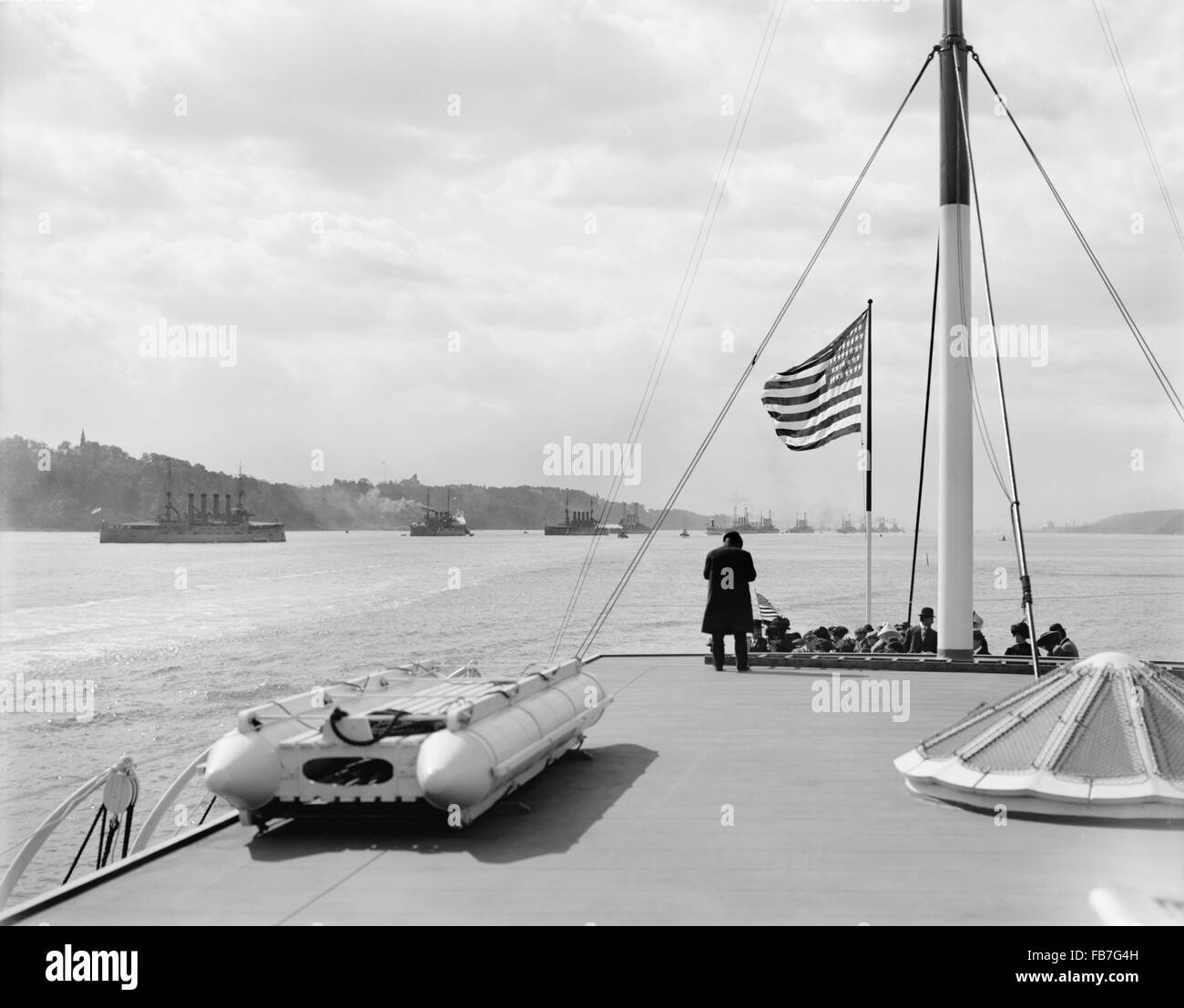 Line of Battleships, Hudson River, New York, USA, circa 1909 - Stock Image