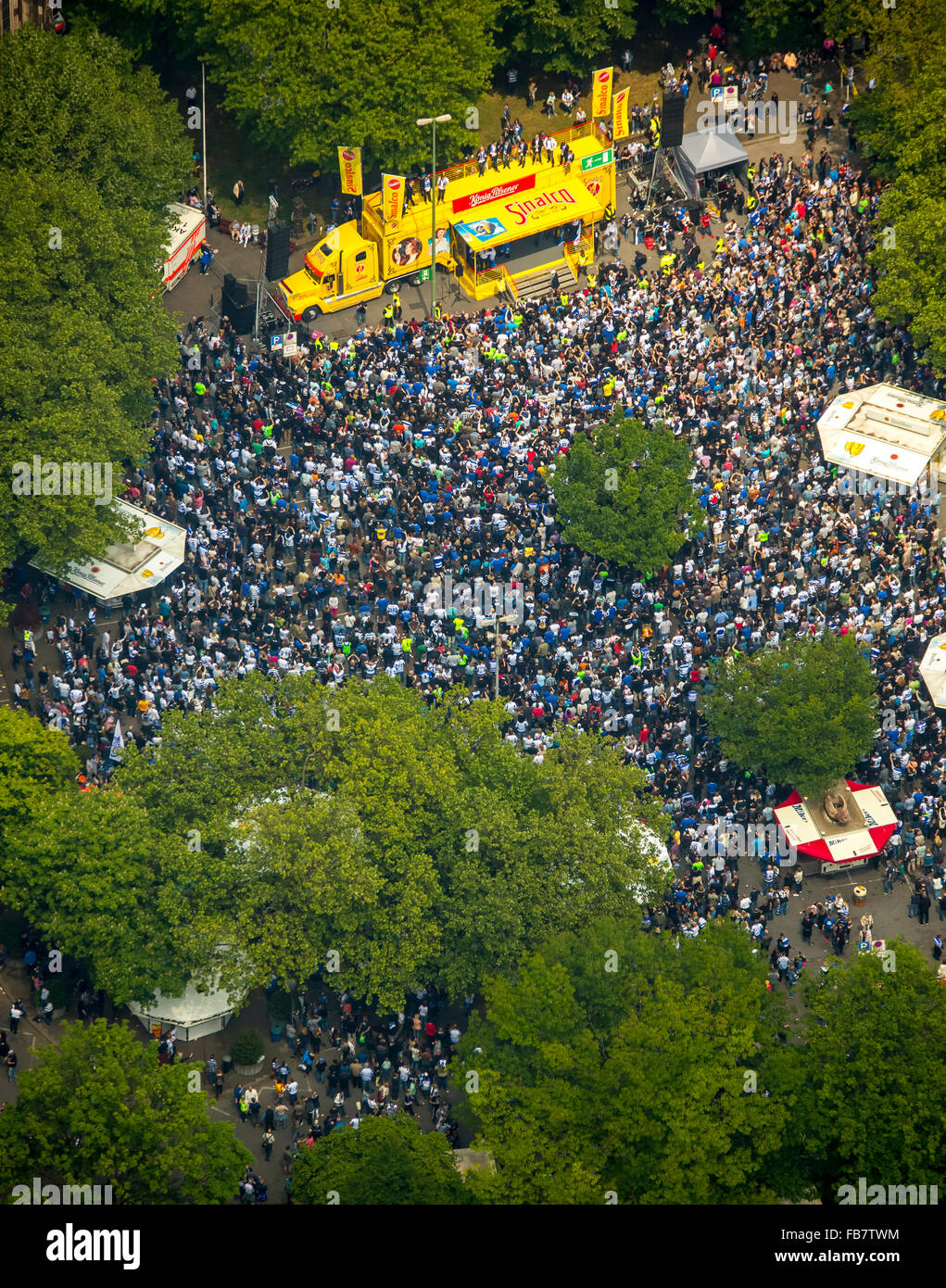 Aerial view, have MSV fans on Whit Monday in the castle square in front of the Duisburg city hall the ascent of - Stock Image