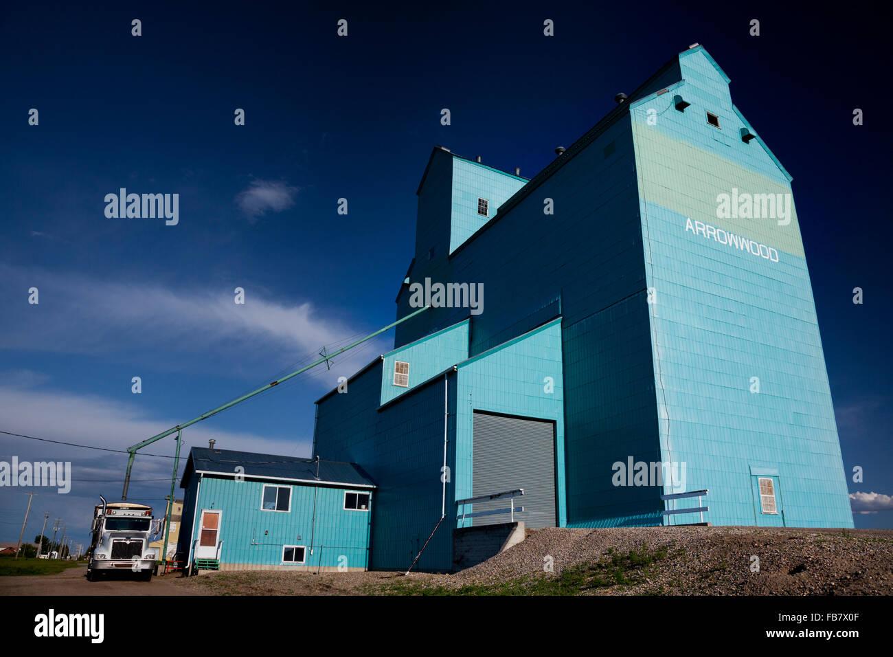 One of few remaining 'grain elevators' left on Alberta's Great Plains. Arrowwood, HIghway 547. - Stock Image