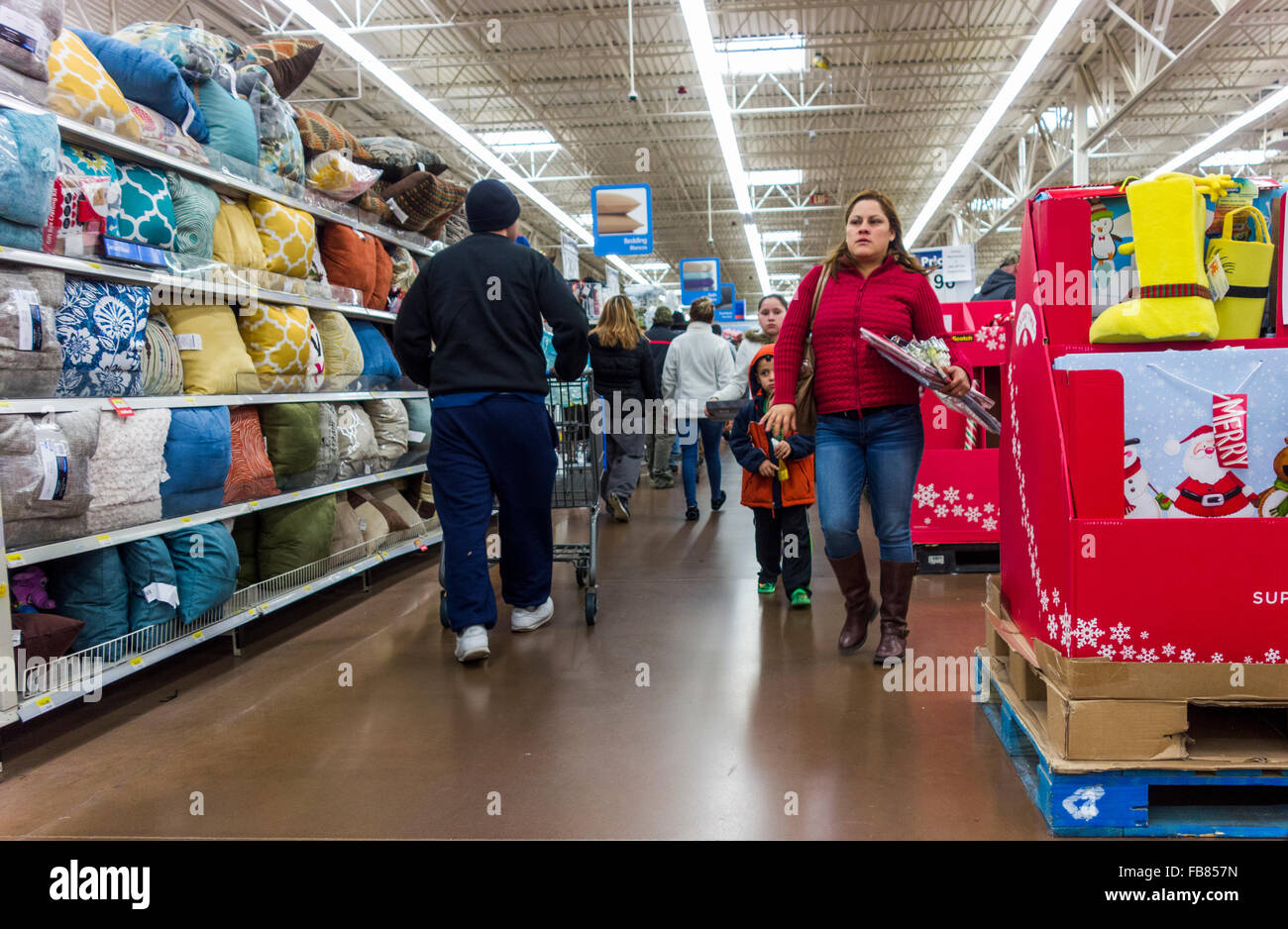 post-Christmas shoppers, Walmart Store, Pasco, Washington State, USA - Stock Image