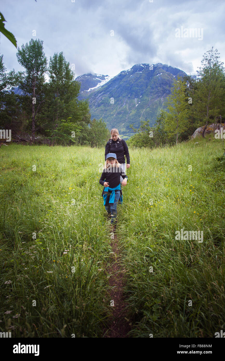Norway, Oppstrynsvatnet, Strynevatnet, Hjelle, Glomsdalen, Girl (8-9) and mother hiking - Stock Image