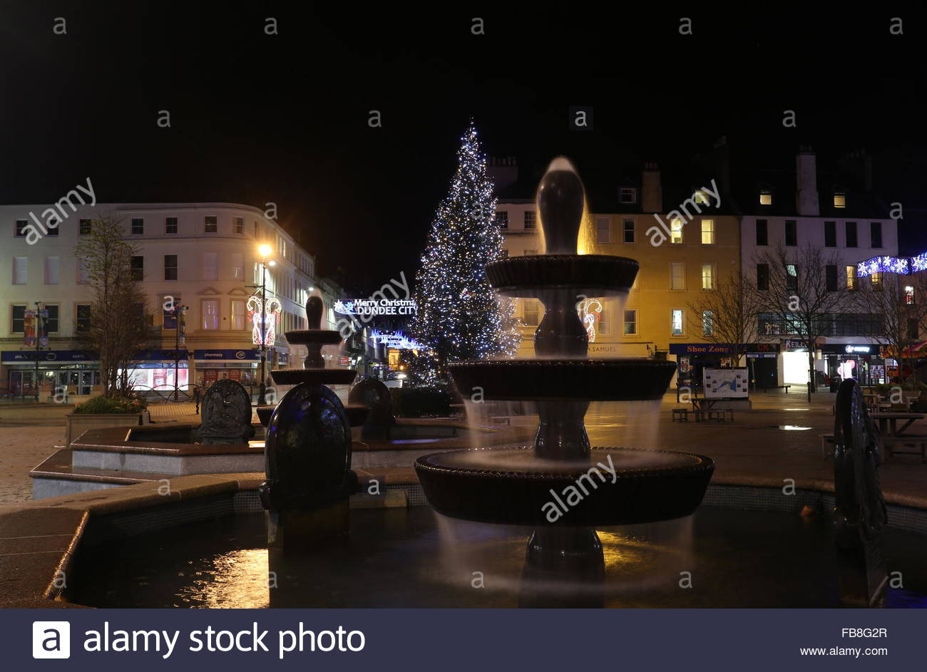 Fountain and Christmas tree City Square Dundee Scotland  December 2015 - Stock Image