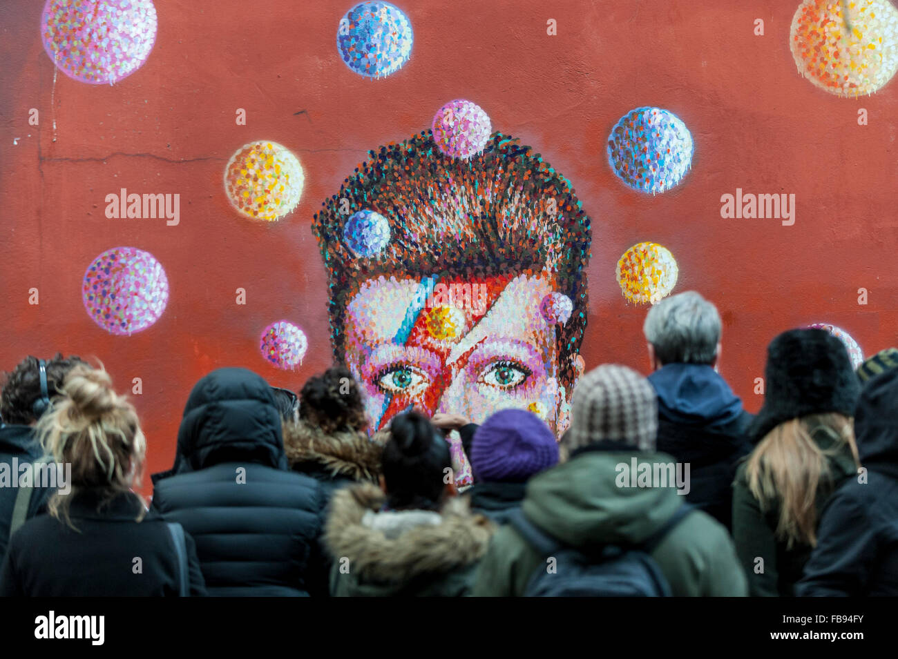 London, UK.  12 January 2016.  Fans continue to visit the mural of David Bowie in Brixton to pay their respects - Stock Image