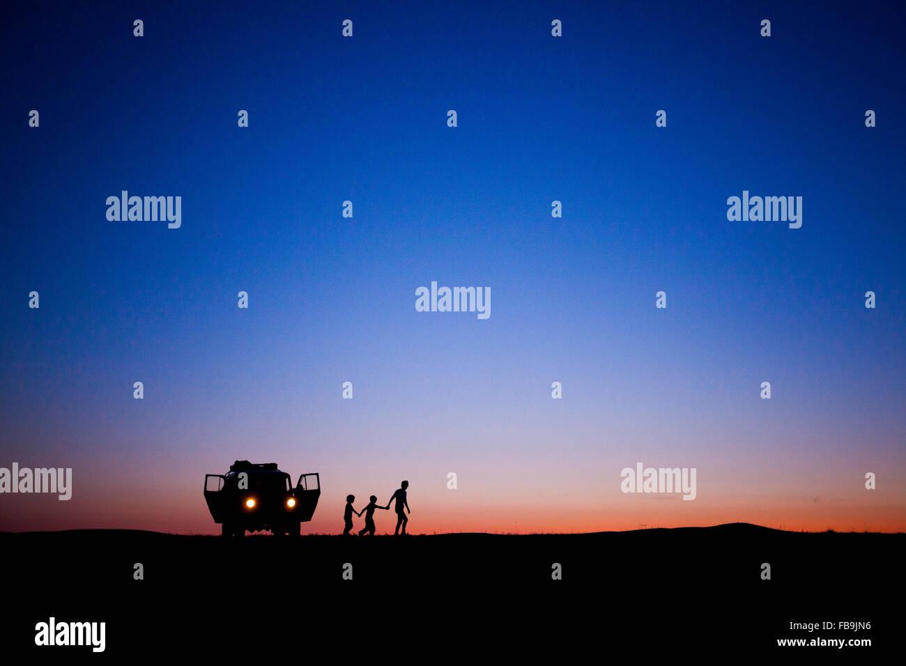 A family exploring the Gobi Desert, Zorgol Hayrhan Uul, Mongolia. - Stock Image