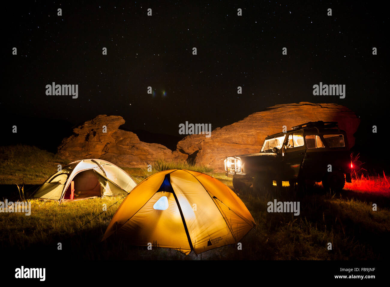 4X4 offroad camping under the stars in the Gobi Desert, Mongolia. - Stock Image